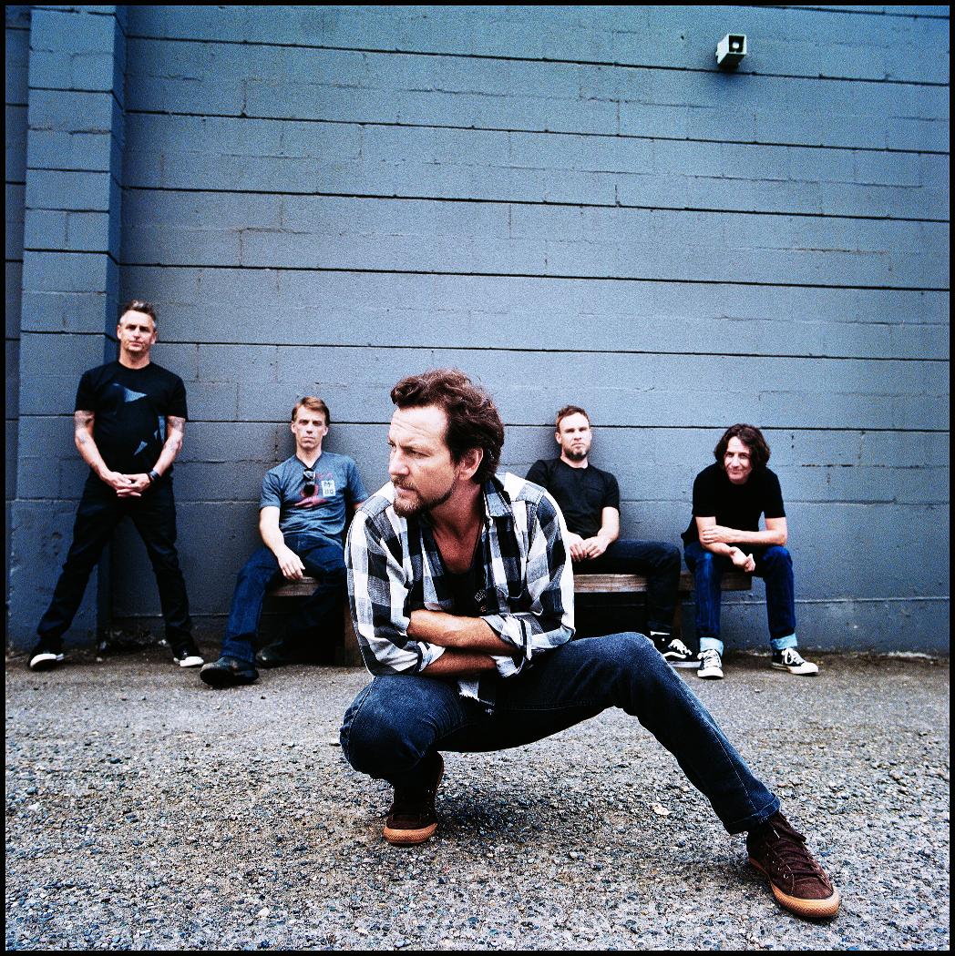 Pearl Jam deve ser headliner do Lollpalooza 2018, afirma jornal